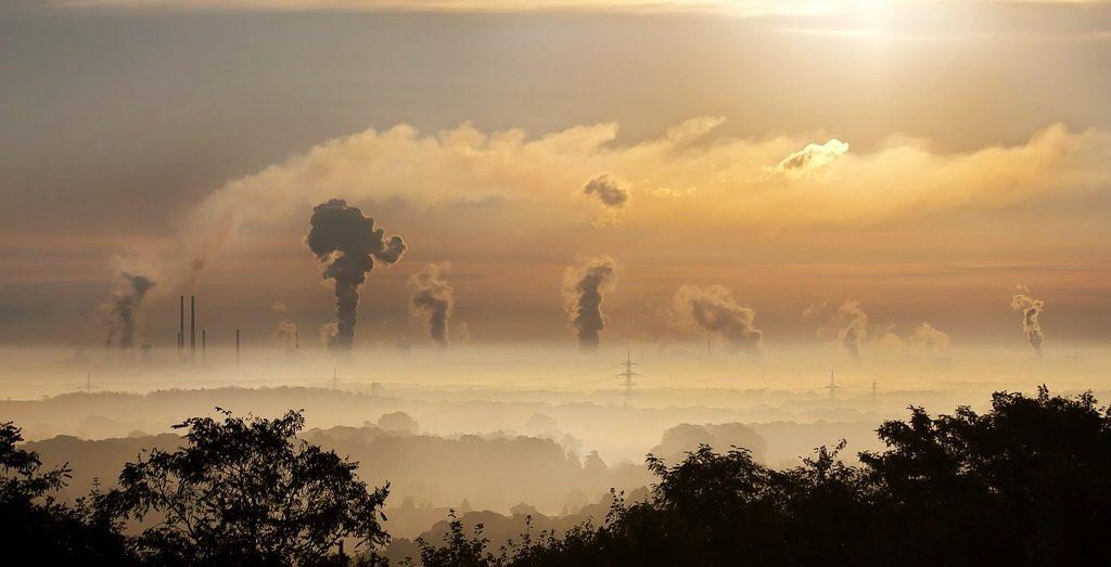 Zakład emitujący substancje zanieczyszczające powietrze