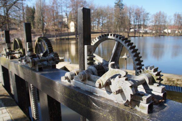 Śluza wodna na kanale rzecznym
