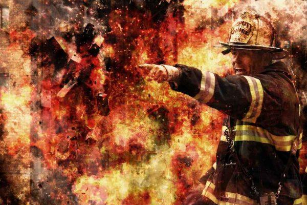 Pożar odpadów z powodu braku zabezpieczeń