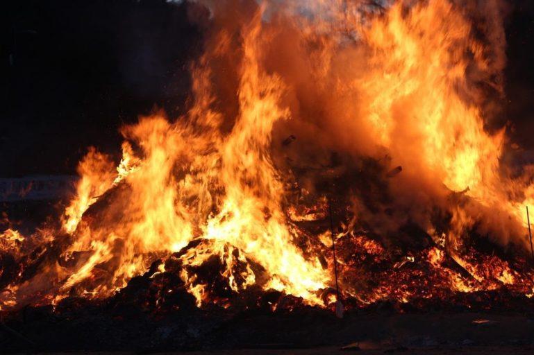 pożar śmieci na składowisku odpadów