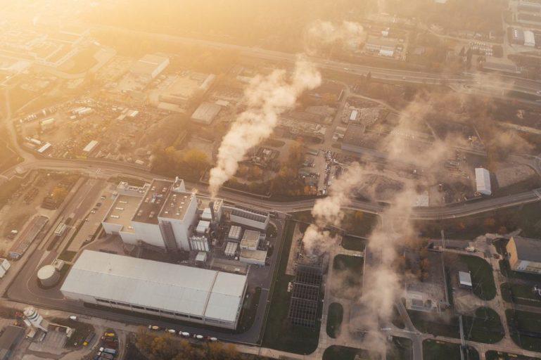 fabryka uczestnicząca w unijnym systemie handlu uprawnieniami do emisji