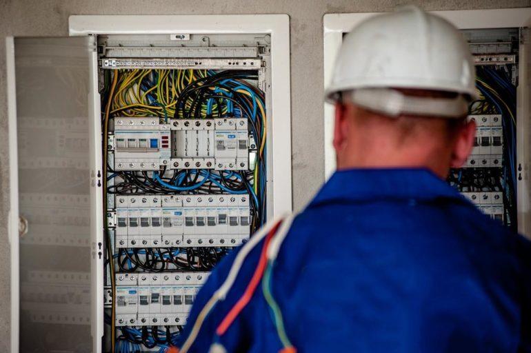 przedsiębiorstwo w trakcie audytu energetycznego